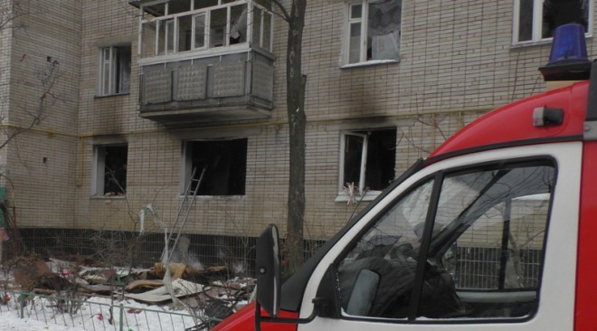 вибух і пожежа в будинку по вул. Лушпи в Сумах на фото 1