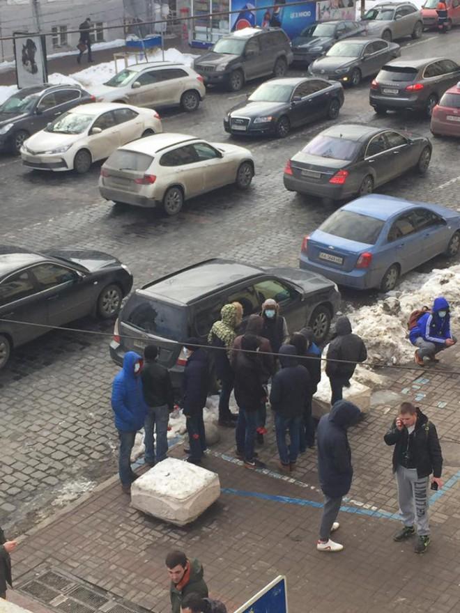 нападники на Володимира В′ятровича, на фото