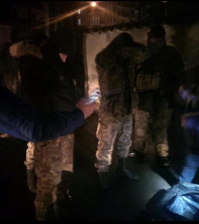 виявлення у контрактинка ВМС зброї, яку, за твердженням Матіоса, мали використати на Майдані, фото 3
