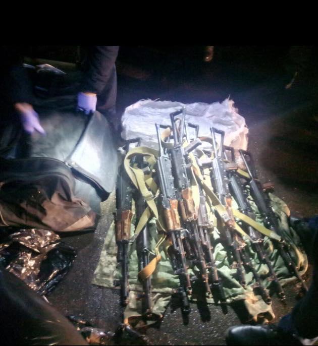 виявлення у контрактинка ВМС зброї, яку, за твердженням Матіоса, мали використати на Майдані, фото 5