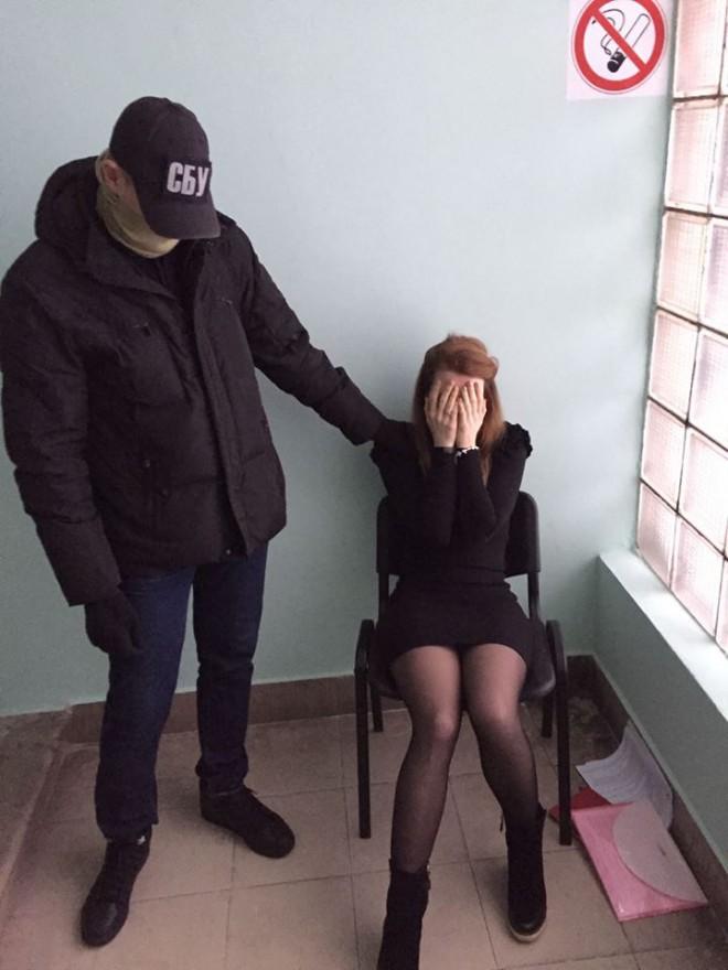 на взятке задержана чиновница КГГА на фото 2