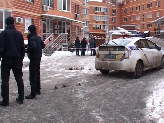 в Киеве на Срибнокильской женщина выбросила из окна ребенка на фото 1