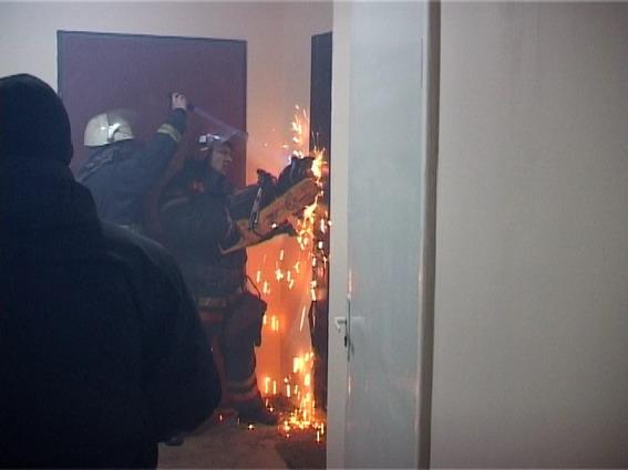 в Киеве на Срибнокильской женщина выбросила из окна ребенка на фото 2