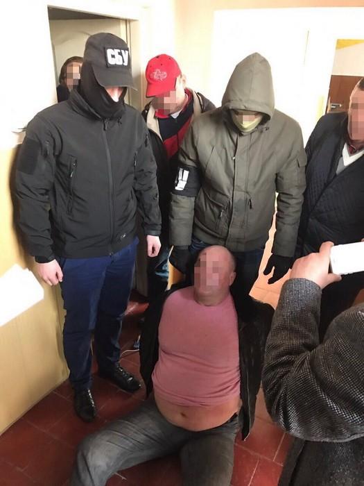 затримання сільського голови Мартусівки на хабарі в 250 тис євро на фото 2