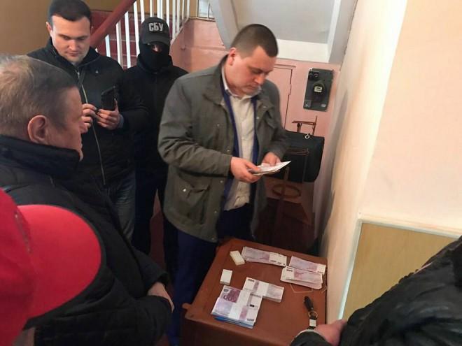 затримання сільського голови Мартусівки на хабарі в 250 тис євро на фото 3