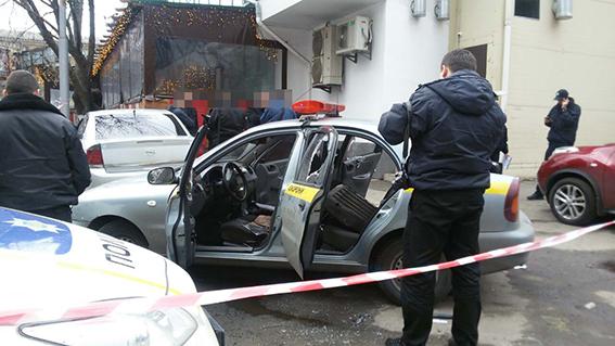 У Києві пограбували автомобіль з приватними охоронцями на фото 1