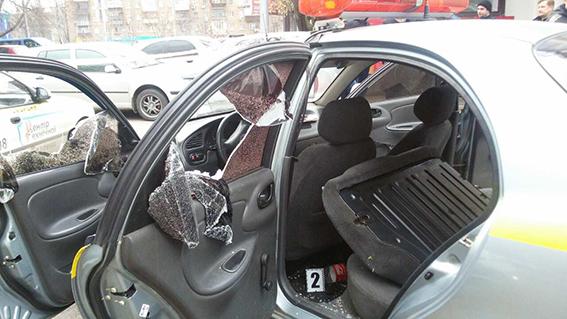 У Києві пограбували автомобіль з приватними охоронцями на фото 2