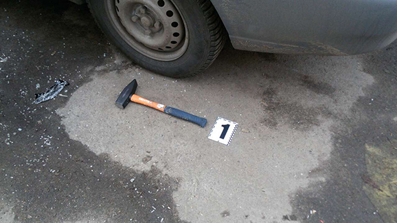 У Києві пограбували автомобіль з приватними охоронцями на фото 4