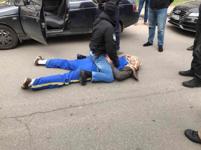 затримання на Київщині майора поліції при отриманні хабара на фото 1