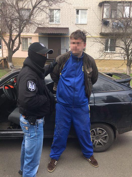затримання на Київщині майора поліції при отриманні хабара на фото 2