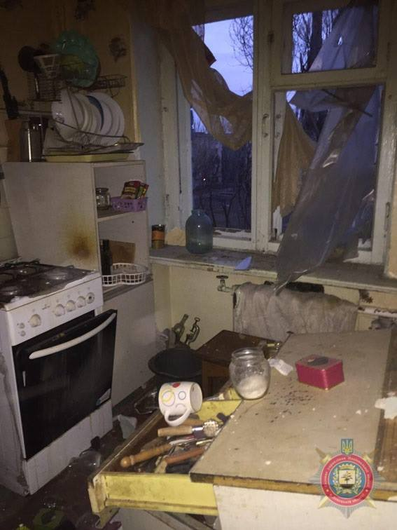 наслідки чергового обстрілу прифронтового міста Авдіївка на фото 4
