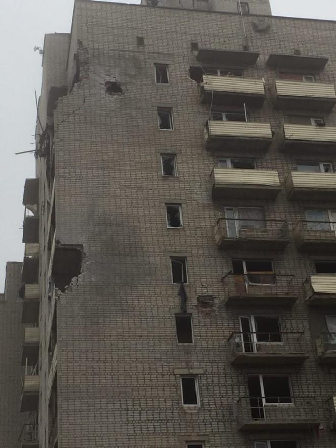 наслідки чергового обстрілу прифронтового міста Авдіївка на фото 7