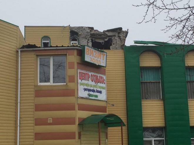 наслідки чергового обстрілу прифронтового міста Авдіївка на фото 8