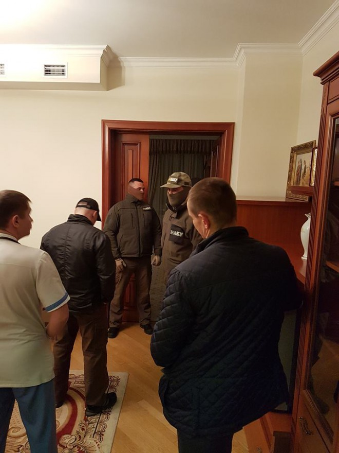 вручение подозрения голове ДФС Насирову в палате больницы Феофания, на фото 1