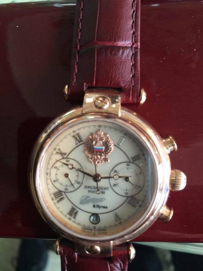 годинник від Путіна у директора держпідприємства, який заборгував працівникам кілька мільйонів на фото 1