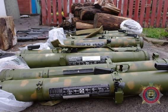 російська зброя, вилучена при затриманні бойовиків з Бахмута на фото 3