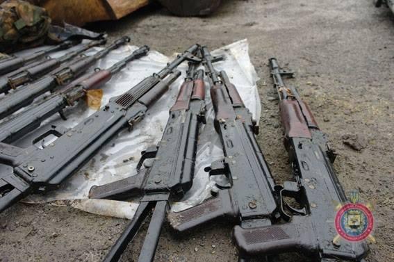 російська зброя, вилучена при затриманні бойовиків з Бахмута на фото 4