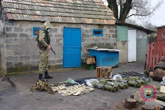 російська зброя, вилучена при затриманні бойовиків з Бахмута на фото 5