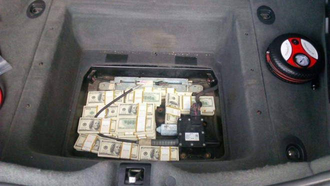затримана румунськими митниками Maserati з України з грошима на фото 2