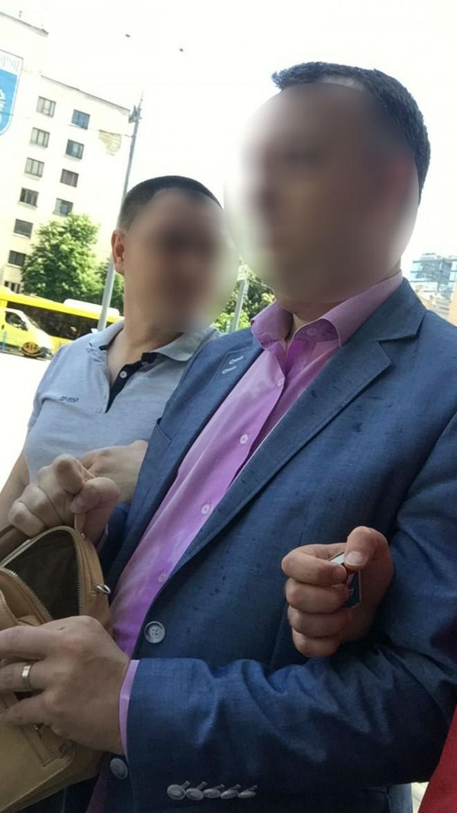 керівника управління Генпрокуратури затримано на хабарі на фото 1