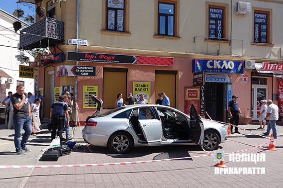 машина розстріляного у Івано-Франківську рідприємця на фото