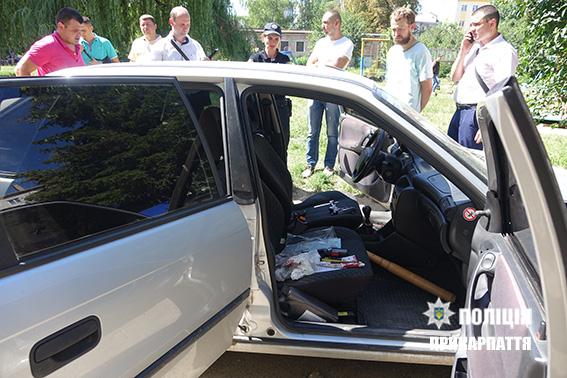 машина підозрюваного на фото