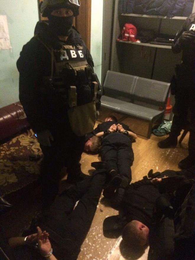затримання патрульних поліцейських на Центральному вокзалі у Києві, фото 1