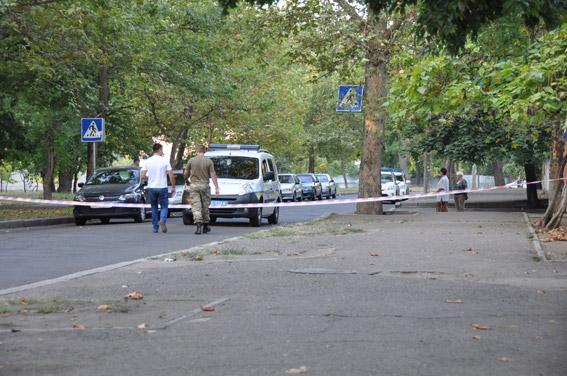 ВНиколаеве наркоторговец открыл стрельбу пополицейским ибросил вних гранату