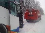 На Хмельнитчине автобус с 32-ю пассажирами не мог выбраться из снежного заноса