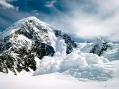 Снежная лавина накрыла 25 школьников - фото