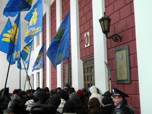«Свобода» штурмовала здание Одесского горсовета - фото