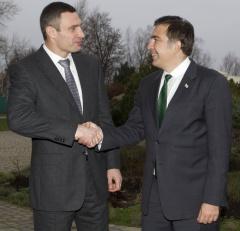 Виталий Кличко подписал соглашение с партией Михеила Саакашвили - фото