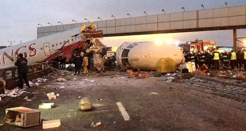Во «Внуково» разбился самолет Ту-204, есть жертвы - фото