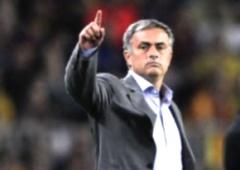 Жозе Моуриньо стал лучшим тренером года - фото