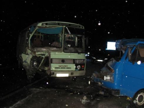 На Херсонщине столкнулись автобус и микроавтобус - пострадало шесть человек - фото