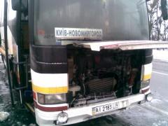 Под Киевом горел автобус с пассажирами - фото