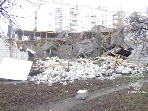 В Одессе обрушился строящийся супермаркет, пострадали 3 человека - фото