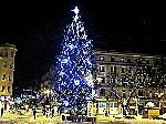 Возле центральной елки в Ивано-Франковске неизвестный водитель въехал в толпу людей
