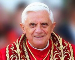 Бенедикт XVI отрекся от папского престола - фото