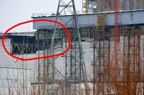 На ЧАЭС обрушились стены и кровля одного из залов - фото