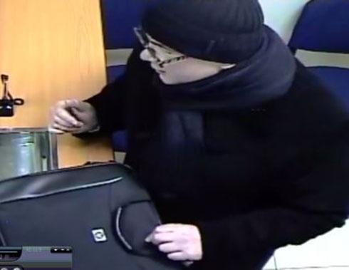 На Печерске ограбили банк, милиция обещает вознаграждение за информацию - фото