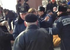 В Ахтырке коммунисты подрались со свободавцами [видео] - фото