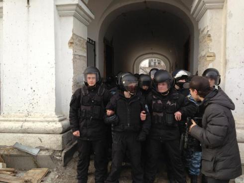 В Гостином дворе «Беркут» напал на народных депутатов - фото