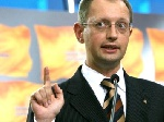 Оппозиция требует лишить министра обороны депутатского мандата