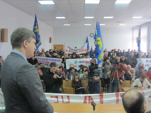 Свободовцы захватили сессионный зал Кременчугского райсовета - фото