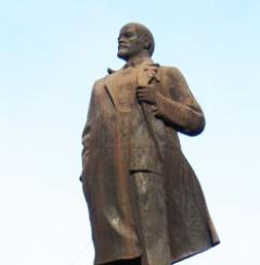 В Енакиево облили краской памятник Ленину - фото