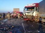 В результате столкновения фуры с микроавтобусом погибли 4 человека