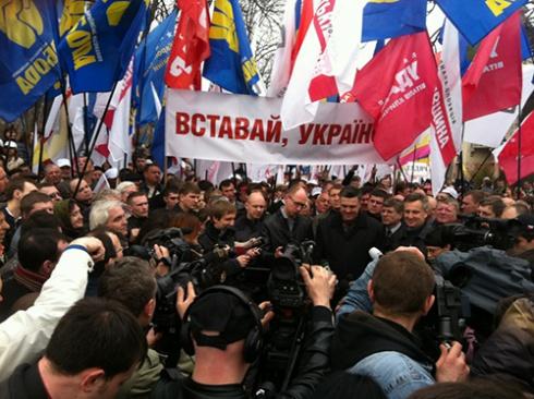 Акция «Вставай, Украина» прошла и в Полтаве - фото