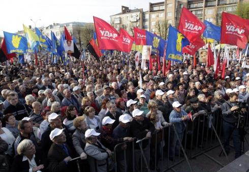 Оппозиция провела в Черкассах акцию «Вставай, Украина» - фото