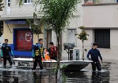 От наводнения в аргентинском Ла-Плата погибло 48 человек - фото
